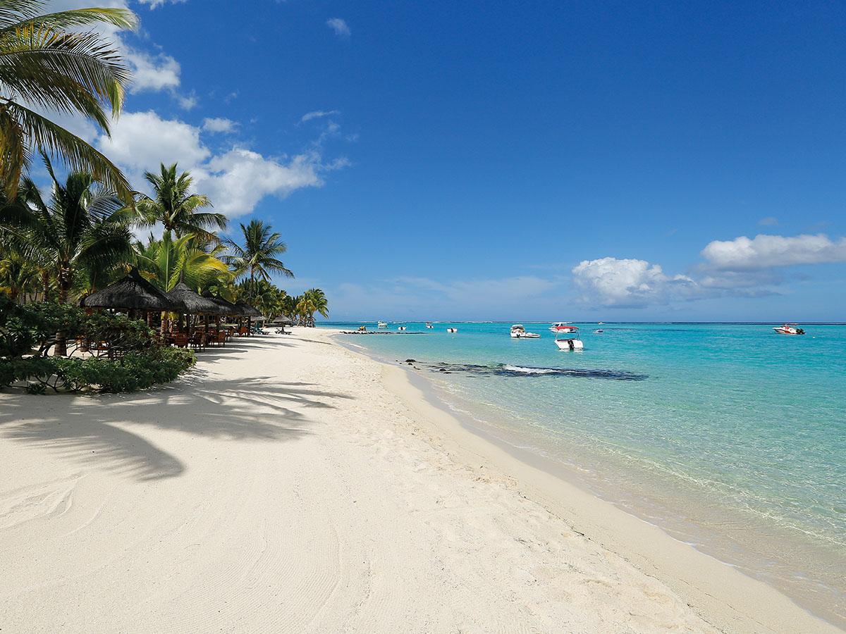 La superbe plage du Paradis Hotel & Golf Club