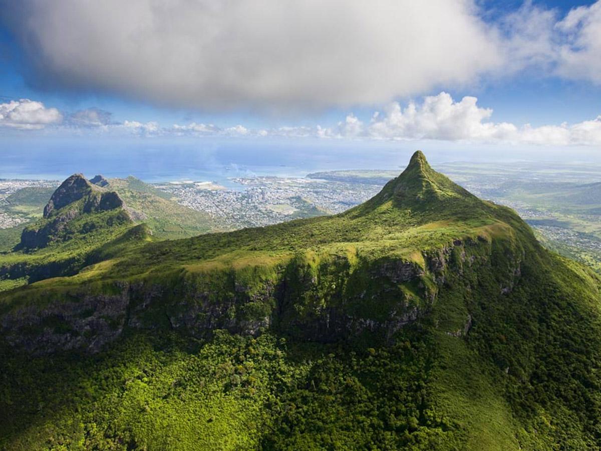 La montagne verdoyante du Pouce