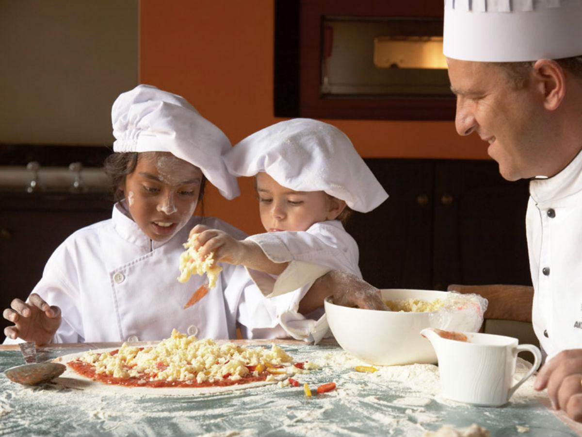 Cours de cuisine pour les enfants du club