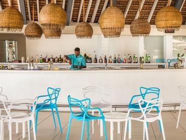 Rafraîchissez vous au Coral Bar de l'Ambre Resort