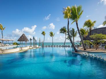 La superbe piscine de l'Ambre Resort à l'île Maurice