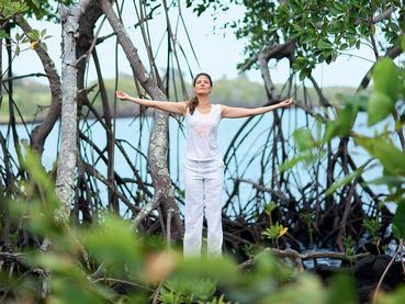 Yoga en plein air à l'hôtel Anahita The Resort