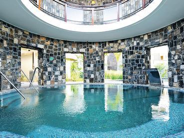 La piscine du spa de l'hôtel Angsana Balaclava