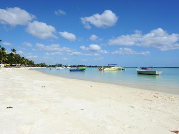 La superbe plage du Be Cosy situé à Trou aux Biches
