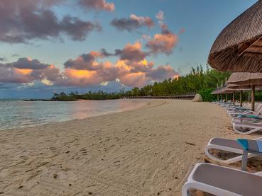 Profitez de la belle plage de l'île aux Cerfs durant votre séjour au Bubble Lodge