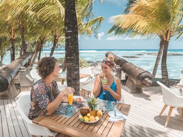 Sirotez des délicieux cocktails face à l'océan au Canonnier