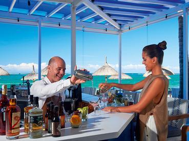 Le Blue Bar du Constance Belle Mare Plage à l'île Maurice