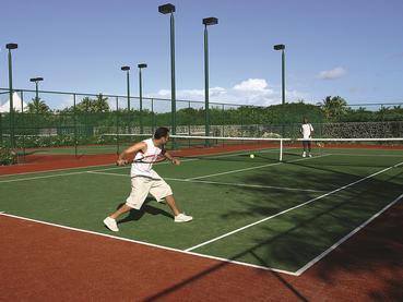 Le court de tennis de l'hôtel Constance à Belle Mare