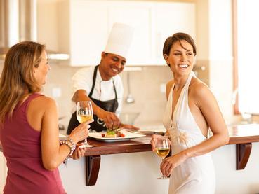 Profitez d'un somptueux repas du chef dans votre villa à l'Heritage