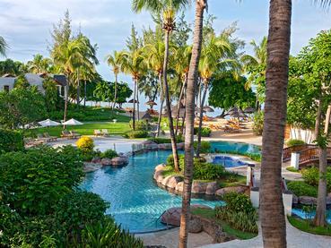 La piscine de l'hôtel Hilton situé à l'île Maurice