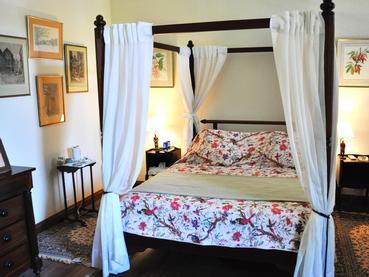 Chambre de style rustique de La Demeure Saint Antoine