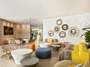 Le lobby de l'hôtel La Pirogue situé à Flic en Flac