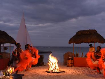 Somptueux dîner dans ambiance typiquement créole à La Pirogue