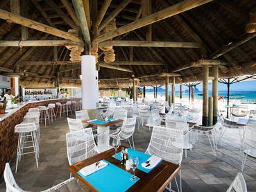Le Morne Beach Bar à La Pirogue à Flic en Flac