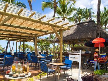 Rafraichissez vous au Coconut Cafe de La Pirogue