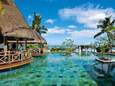 La piscine de l'hôtel La Pirogue à Flic en Flac