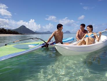 Profitez des nombreuses activités nautiques de La Pirogue
