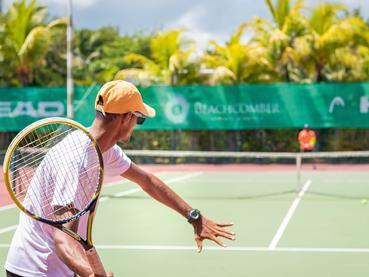 Le court de tennis du Mauricia Beachcomber Resort
