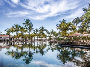 La belle piscine du Mauricia Beachcomber Resort & Spa