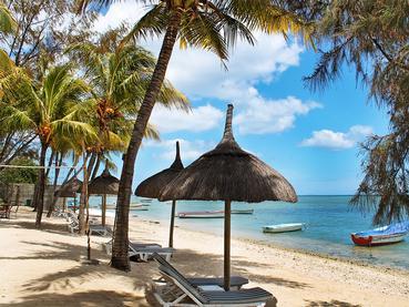 La plage du Cocotiers Seaside Boutik Hotel à Baie du Tombeau