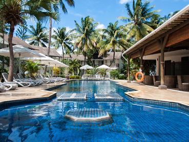 La magnifique piscine du Cocotiers Seaside Boutik Hotel