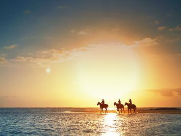 Balade à cheval sur la plage du LUX* Belle Mare