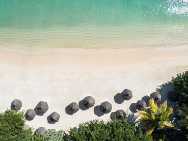 LUX* Grand Baie est tournée vers l'océan, entre sable blanc et eau transparente