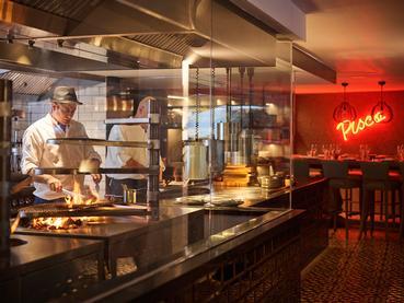 Ambiance latine au restaurant Inti du LUX* Grand Gaube