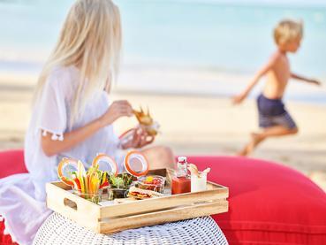 Profitez de moments privilégiés en famille sur la plage du LUX*