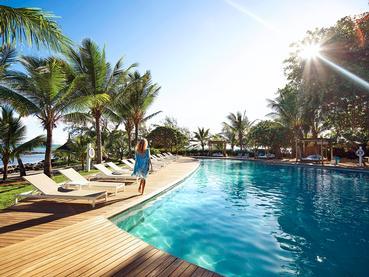 Profitez de la superbe piscine du LUX* Grand Gaube
