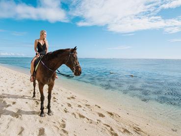 Balade à cheval sur la plage du LUX* Le Morne