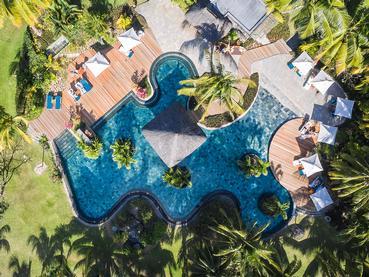 Vue de la superbe piscine du LUX* Le Morne