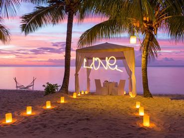 Somptueux dîner les pieds dans le sable au LUX* Le Morne