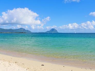 Profitez de la superbe plage de la Preneuse à l'île Maurice