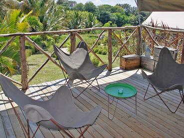 La terrasse de votre tente à Otentic Eco Tent Experience