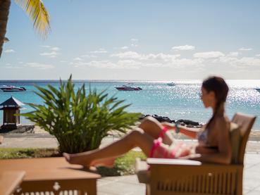 Superbe panorama sur les eaux turquoise de l'Océan Indien au Paradis