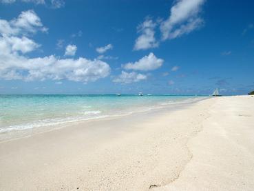 Profitez de la magnifique plage de sable blanc du Paradise Beach