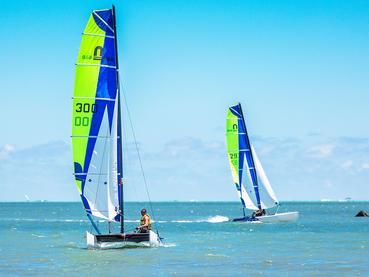 Profitez des nombreuses activités nautiques du Radisson Blu