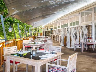 Le One & Only Beach Club & Restaurant du Radisson Blu