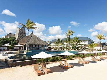 La superbe piscine du Radisson Blu Azuri Resort
