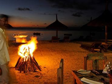 Somptueux dîner les pieds dans le sable au Sakoa