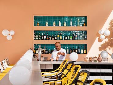 Sirotez un délicieux cocktail exotique au Beach Bar du SALT of Palmar