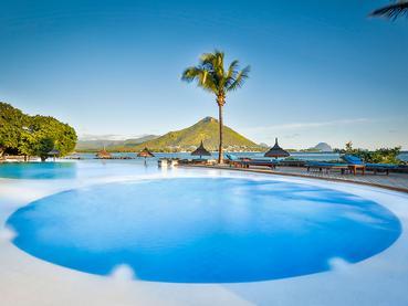 La piscine du Sands Suites Resort à Flic en Flac