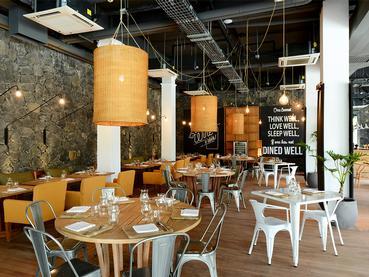 Le restaurant The Bistrot de l'hôtel The Ravenala Attitude