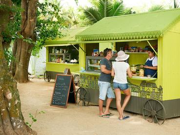 Spécialités du Street Food local au Taba-J du Ravenala