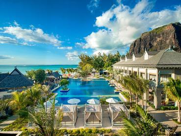 La piscine de l'hôtel JW Marriott Mauritius situé au Morne