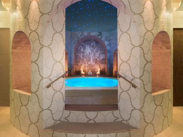 Le bain à remous du superbe Spa du JW Marriott