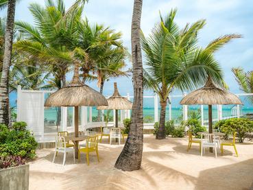 Le lounge bar du Tropical Attitude à Trou d'Eau Douce