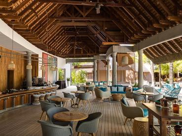 Délicieux cocktails au bar Oasis du Trou Aux Biches Beachcomber