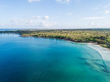 Vue aérienne du Veranda Tamarin, un hôtel convivial à l'île Maurice